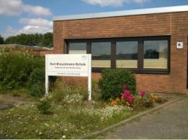 Der Sanierungsbedarf hat sich auf über zehn Mio. Euro erhöht: die Karl-Brauckmann-Schule in Holzwickede. (Foto: Kreis Unna)