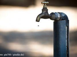 Mit rd. 31 000 m3 hat sich der Wasserverlust im Jahr 2017 im Versorgungsnetz der Gemeinde mehr als verdoppelt. Hauptursache dafür sind, so die Wasserversorgung, marode Hausanschlüsse. (Foto: _piu700_pixelio.de)
