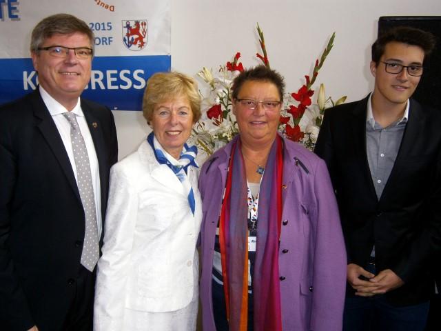 Die Europaministerin des Landes NRW, Angelica Schwall-Düren (2.v.l.), mit den Vertretern Holzwickedes Jochen Hake, Ulla Pardemann und Lucas Soriano (v.l.), auf dem Foto fehlt Felix Hake.
