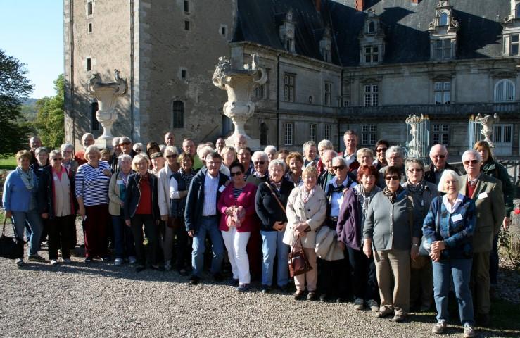 Das Foto zeigt die Gruppe vor dem Renaissanceschloss Fléville bei Nancy (Foto: privat ).
