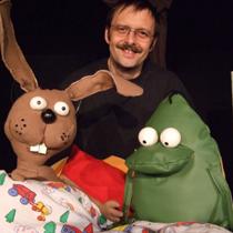 Wodo-Puppenspiel gastuiert mit Nulli und Priesemuth bei der Weihnachtsfeier in der Villa. (Foto: Vilöla)