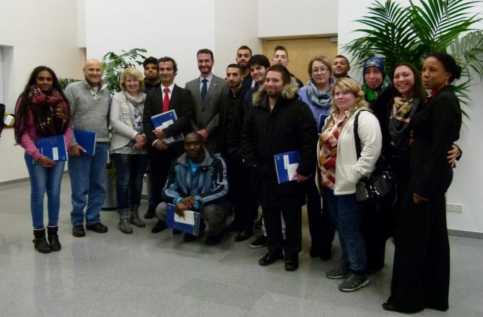 : Kreisdirektor Wilk mit den deutschen Neubürgern. Foto: C. Rauert - Kreis Unna)
