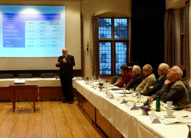 Dr. Rudolf Martens stellte der Kreisseniorenkonferenz seine Forschungsergebnisse vor. (Foto: A. Musinszki – Kreis Unna)