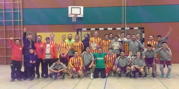 Die beiden Siegerteam aus Holzwickede: Schienbein Hengsen gestreifte Trikots) und das Team Annur. Foto: privat)
