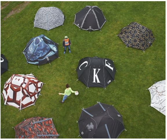 Der chinesische Künstler und Regimekritiker Ai Weiwei wird im Rahmen der Enscherkunst 2016 50 Zelte am Enscherquellhoif aufstellen, in denen Besucher auch übernachten können. (Foto: Emscherkunst)