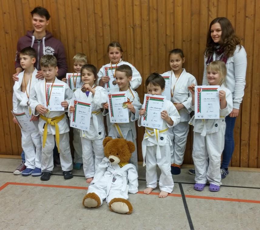 Die erfolgreichen Mini-Judokas des JCH Holzwickede. Foto: privat)