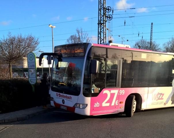 Der Flughafenbus (Foto) wird noch bis Ende März im Testlauf als Eco Port-Shuttle eingesetzt: Die Verantwortlichen ziehen eine positive Zwischenbilanz und bitten um Feedback. (Foto: P. Gräber - Emscherblog.de)
