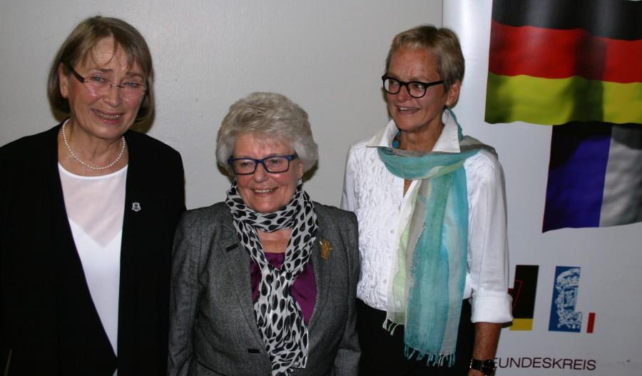Das Foto zeigt (vlnr) Anja Wolf, Christa Schönefeld und Dr. Brigitte Krusch-Schlüter. Auf dem Foto fehlt Elisabeth Koke, die bislang neben Christa Schönefeld stellv. Leiterin war. (Foto: privat)