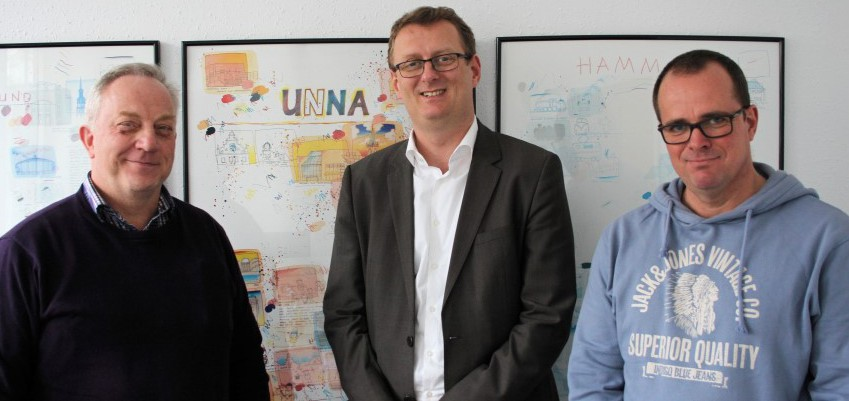 Auf dem Foto von links nach rechts sind zu sehen: Vorsitzender der GdP Kreisgruppe Unna Wilhelm Kleimann, Bundestagsabgeordneter Oliver Kaczmarek und stellv. Vorsitzender der GdP Kreisgruppe Unna Olaf Schneider-Rothe.