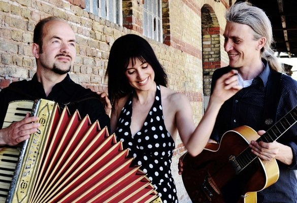 Gastiert im Forum: das Trio 67 mit Piotr Rangnos (l.), Christiane Hagedorn und Christian Hammers. (Foto: Agentur)