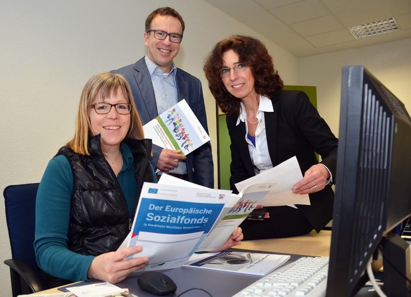 Dirk Mahltig mit seinen Kolleginnen Silke Nagel (l.) und Monika Lewek-Althoff. Foto: B. Kalle – Kreis Unna