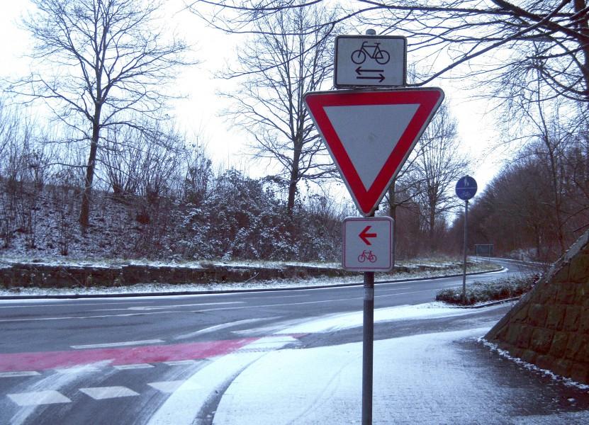 Nur 20 Prozent der Radfahrer bremsen ab, wenn sie über einen Einmündungsbereich fahren. Foto: M. Arnold - Kreis Unna