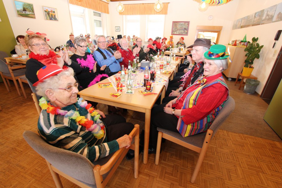 Die Cafeteria war mit 80 Besuchern bis auf den letzten Platz gefüllt. (Foto: Peter Gräber)