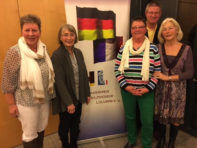 , v.l.n.r.: Monika Rombeck, Anja Wolf, Ulla Pardemann, Willi Hauske und Elisabeth Koke. Auf dem Foto fehlen die ebenso gewählten Vorstandsmitglieder Ute Hake und Regina Schwalbach.