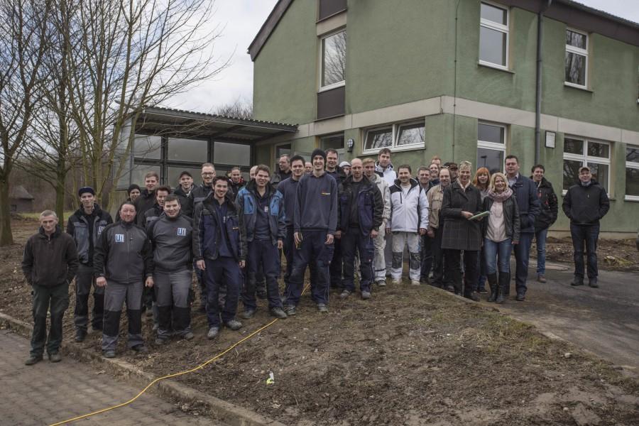 Bürgermeisterin Ulrike Drossel bedankte sich bei allen am Umbau beteiligten Handwerkern mit einer Einladung zum Inmbiss. (Foto: Peter Gräber)