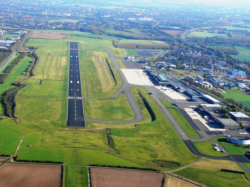DTM---Luftbild---Start--und-Landebahn Airport Dortmund