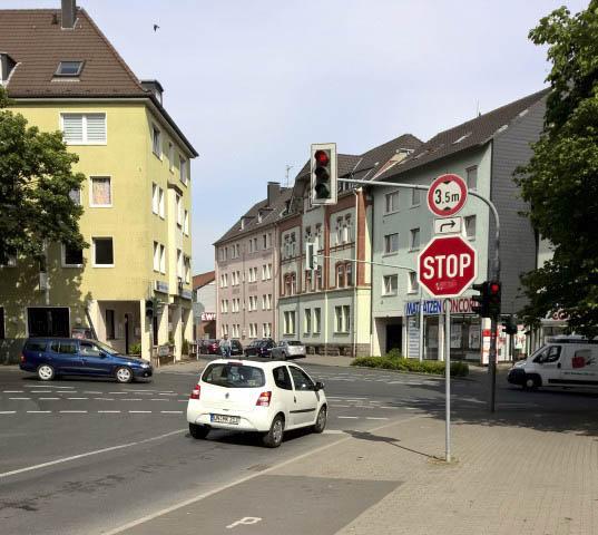 Die Verekhrsampel an der Kreuiztung Nord-, Rausinger- und Stejhfenstraße wird ab Montag repariert, Es kann zu Verkehrsstaus kommen, warnt der Kreis Unna. (Foto: Peter Gräber)