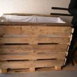 Helfer bauen mobile Beete zur Bepflanzung für Umwelttage