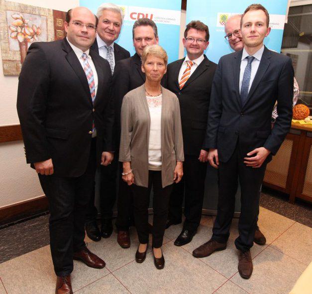 """Das Foto zeigt die gewähltenKreisvertreter mit """"ihrem"""" Bundestagsabgeordneten Hubert Hüppe"""