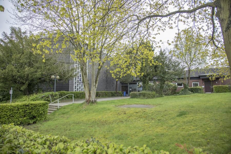 Am Standort des früheren Gemeindezentrums Süd wird das Ev. Perthes-Werk eine moderne Pflegeinrichtung mit 50 vollstationären Unterbringungsplätzen errichten - und einer nicht ausreichenden Zahl von Parkplätzen. (Foto: P. Gräber - Emscherblog)