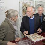 Künstler als Ansprechpartner vor Ort: Rolf Escher besucht Haus Opherdicke