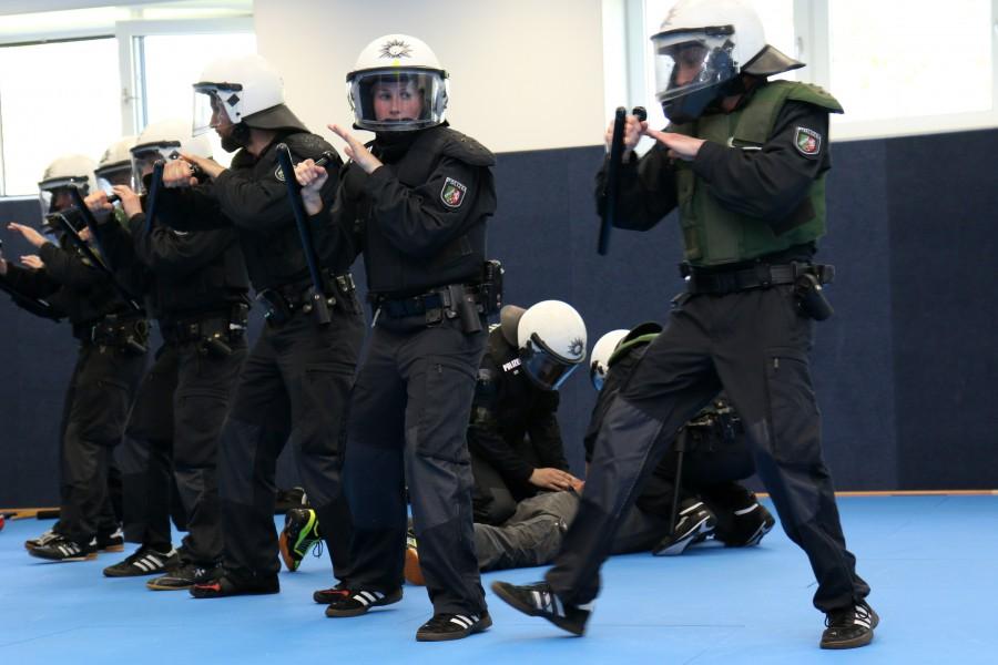 Einsatzhundertschaft der Polizei beim Traioning.