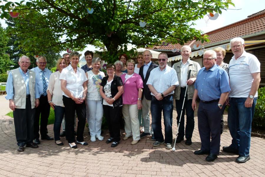 Bürgermeisterin Ulrike Drossel (vorn, 4.v.l.) begrüßte die Kreisseniorenkonferenz in Holzwickede. (Foto: A. Musinszki – Kreis Unna)