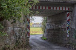 Der direkte Radweg hinter der Unterführung in die Gemeindemitte und zum Emscherquellhof wird Realität. (Foto: P. Gräber - Emscherblog)