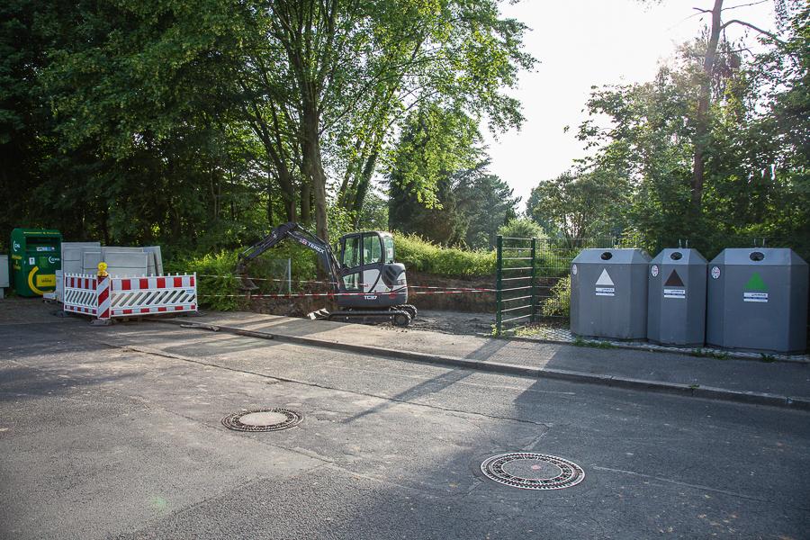Bereits vorbereitet: der neue Sammelplatz für den Grünschnitt auf dem Kommunalfriedhof am Kiefernweg. (Foto: Peter Gräber