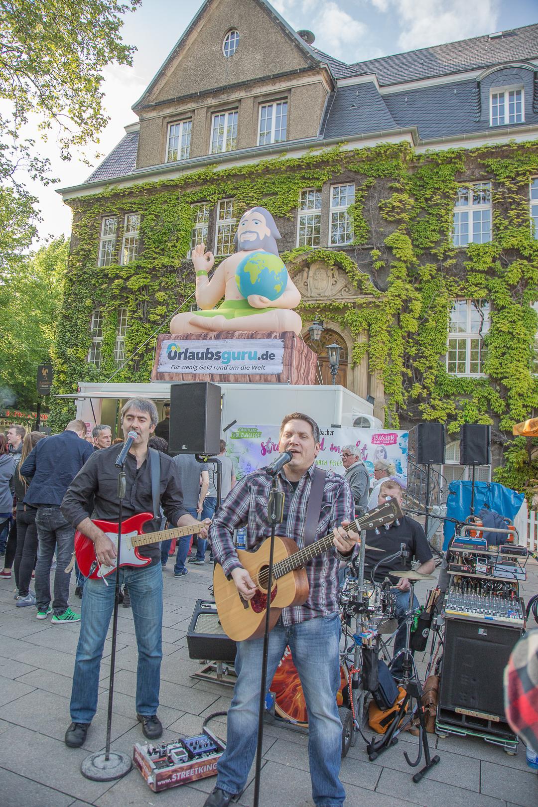 Die Streetkings sorgten mit flotten Rhythmen für musikalische Unterhaltung. (Foto: Peter Gräber)