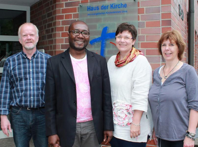 Foto: Von links: Volker Jeck., Joel Zombou, Anja Josefowitz und Andrea Goede