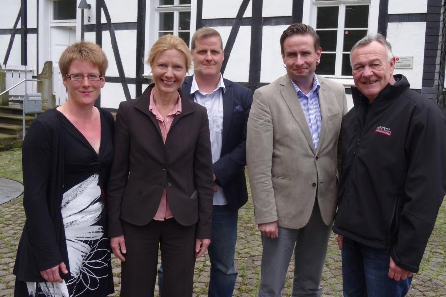 Bieten die Hacker School in Schwerte an: Anica Althoff (WFG), Dr. Christine Mast (KuWeBe), Timm Peters (Hacker School), Heiko Klanke (FBG Schwerte), Klaus Trimborn (zdi-Landeskoordinator))