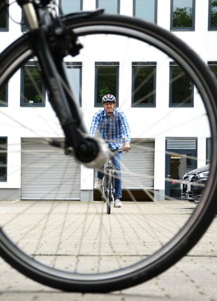 Ein Radfahrer hat keine Knautschzone. Deshalb sollte er besonders aufmerksam und vorsichtig fahren. (Foto: B. Kalle – Kreis Unna)
