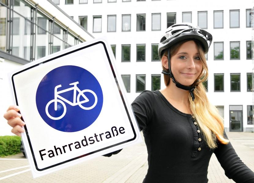Dieses Zeichen weist auf eine Fahrradstraße hin. (Foto: B. Kalle – Kreis Unna)