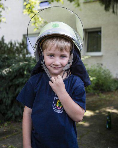 Felix ist eigentlich noch zu jung für die Ferienspaßaktion. Doch wenn die Mama bei der Feuerwehr ist... (Foto: Peter Gräber)