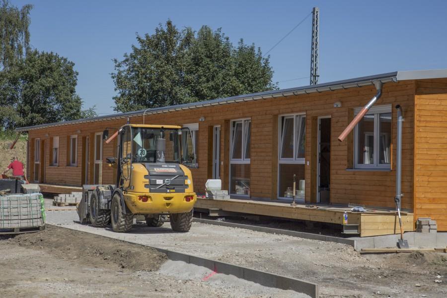 In wenigen Tagen bezugsfertig und schon heftig in der Kritik: die Modulbauten für Flüchtlinge an der Bahnhofstraße. (Foto: P. Gräber)