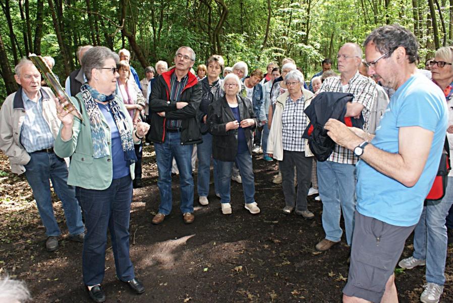 Auch vor zwei Jahren war der  Spaziergang des Historischen Vereins in Lappenhausen schon gut besucht. (Foto: Historischer Verein)
