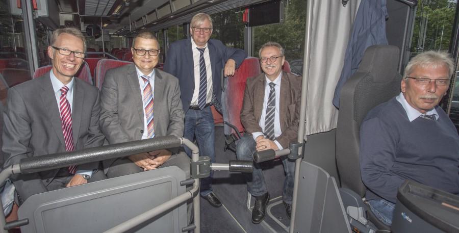 Stellten positive Entwicklung auf dem Arbeitsmarkt in Unna vor, v.l.: Dr. Michael Dannebohm (WFG), Thomas Helm (Agentur für Arbeit Hamm), Uwe Ringelsiep (Jobcenter Kreis Unna) und Karl-heinz Bojda (Fa. Vehling Reisen GmbH) (Foto: Peter Gräber)