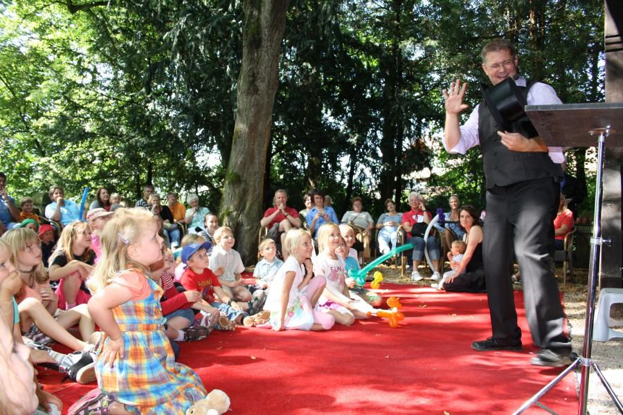 Thorstens Zauberkiste ist bei der I-Dötzchen-Party im Treffpunkt Villa zu Gast. (Foto: Agentur)