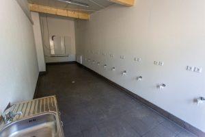 Der zentrale Waschsalon mit den Anschlüssen für insgesamt zehn Waschmaschinen, die in den nächsten Tagen noch aufgestellt werden. (Foto: P. Gräber - Emscherblog.de)