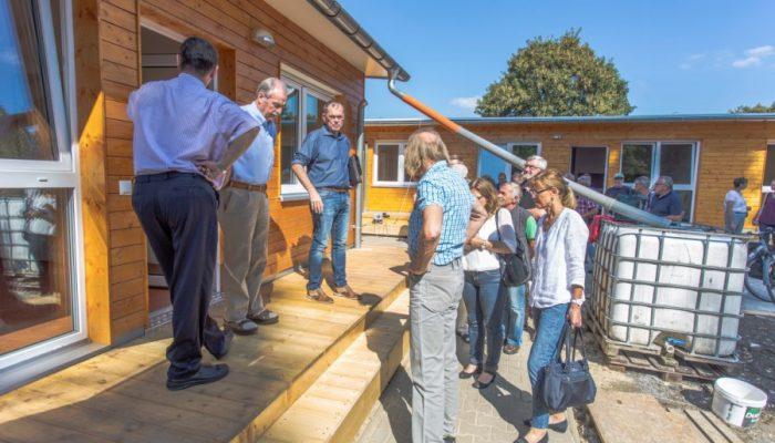 Der Planungs- und Bauausschuss besichtigte heute (6.9.) die neuen Notquartiere für Flüchtlinge an der Bahnhofstraße 11 und 11a. (Foto: P. Gräber - Emscherblog)