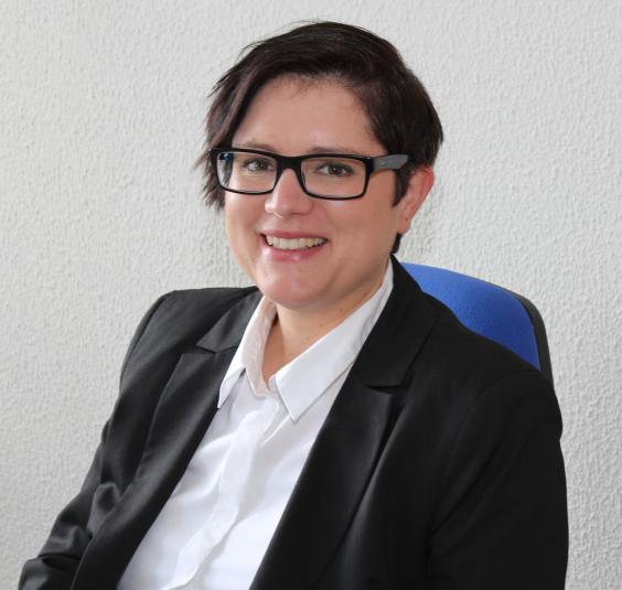 Silja Mischke, die Wiedereinstiegsberaterin der Agentur für Arbeit Hamm, berät Wiedereinsteiger in einer offenen Sprechstunde. (Foto: Agentur für Arbeit)