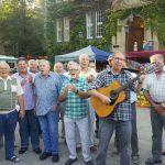Eintracht Hengsen singt im Perthes-Haus und auf Streetfood Markt