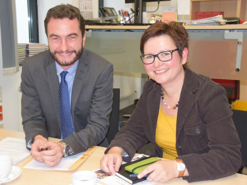 Kreisdirektor und Kulturdezernent Dr. Thomas Wilk mit der neuen Kulturchefin beim Kreis, Stefanie Kettler. Foto: Constanze Rauert – Kreis Unna