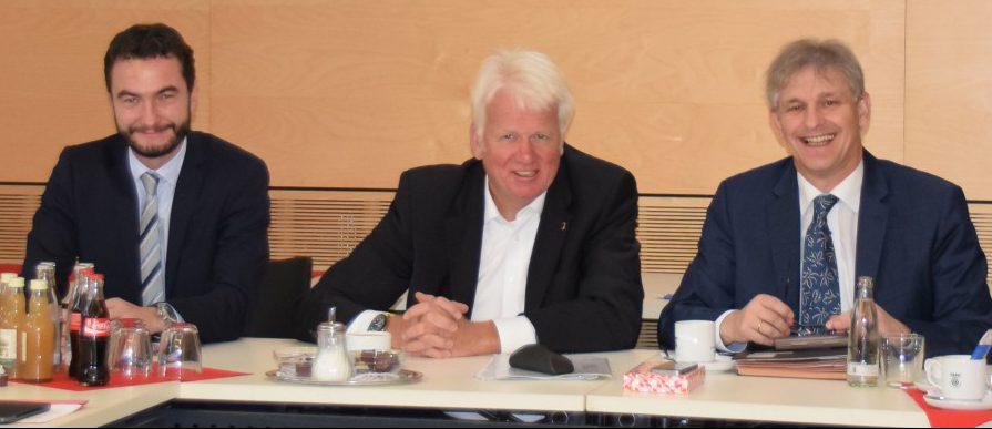 Oberbürgermeister Sierau (M.), Landrat Makiolla und Kreisdirektor Wilk (l.) wollen die Region weiter gemeinsam nach vorn bringen. Foto: Lena Witteler – Kreis Unna)