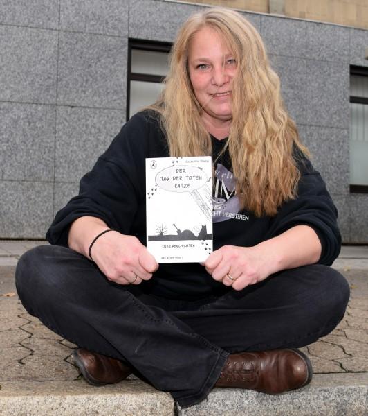 """Liest am Sonntag gemeinsam mit zwei Co-Autorinnen aus der Anthologie """"Der Tag der toten Katze"""" in der Gemeindebibliothek: Angelika Hartenstein alias Geli Grimm (Foto: privat)"""