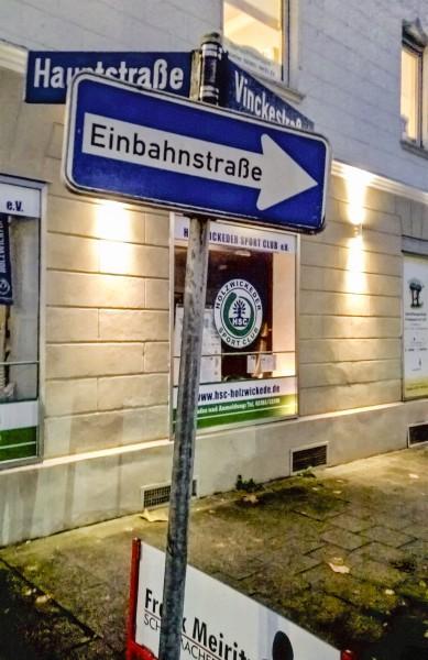 Der Verkehrsausschuss empfahl einstimmig, die Vinckestraße gegen die Einbahnregelung fpr den Radverkehr zu öffenen: Der Schilderwald wird zunehmen.(Foto: P. Gräber)