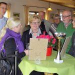 """Gemeindespitzen gratulieren Kleingärtnern zur """"Roten Azalee"""""""