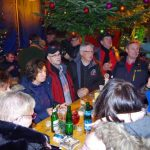Jahresausklang der Schlepperfreunde unter schwebendem Weihnachtsbaum