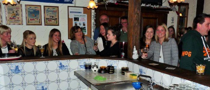 Auch die 1. Damen-Mannschaft feierte im Ballhaus ihre Vorweihnachtsfeier. (Foto: privat)